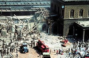 At the bombing of the Bologna main station in 1980, 85 people died. Agents of the Italian intelligence services and the secret society Propaganda Due hindered the investigation by laying false tracks.