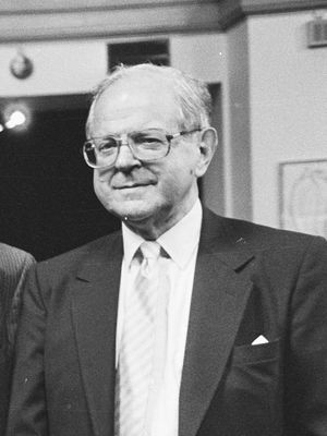Robert Conquest (cropped).jpg